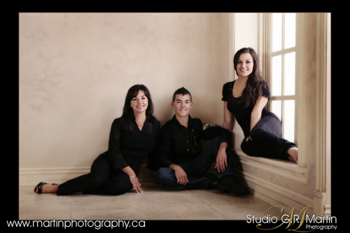 Family And Couple Studio Photography - Group Photography - Ottawa Orleans Cumberland Photographers