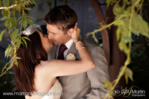 Ottawa wedding photographers - Ottawa courtyard wedding
