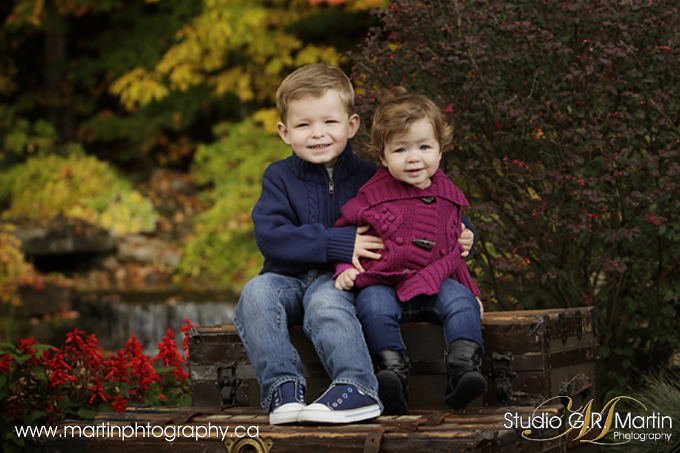 children outdoor photography with fall colors in Ottawa