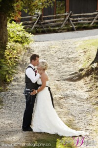 cottage wedding ontario photographers