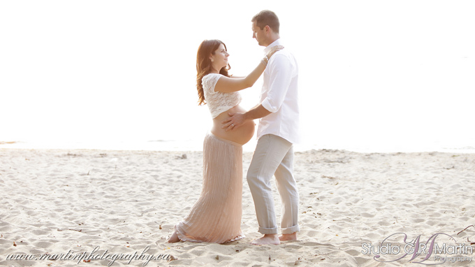 Ottawa Maternity Photographers beach Maternity Session