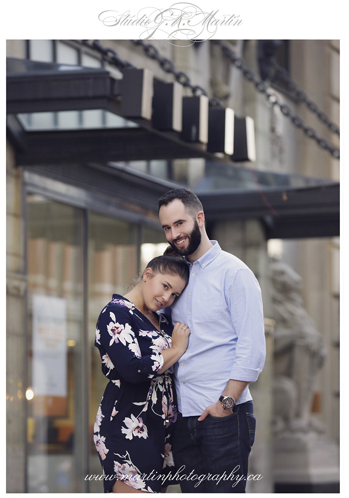 Ottawa couple and engagement photographers - Downtown Ottawa engagement session photos
