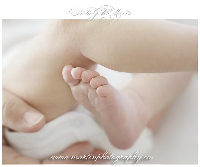 Newborn photo of toes, Newborn photography Ottawa, Baby and family photographers in Ottawa, Newborn Studio Photographers in Ottawa Ontario