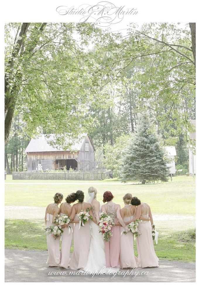 Bridesmaids dresses blush - Cumberland Heritage Village Museum Wedding mariage champêtre Musée de Cumberland Ontario Canada photographer
